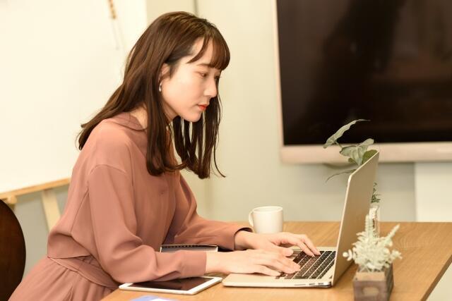 laptop_woman_s.jpg